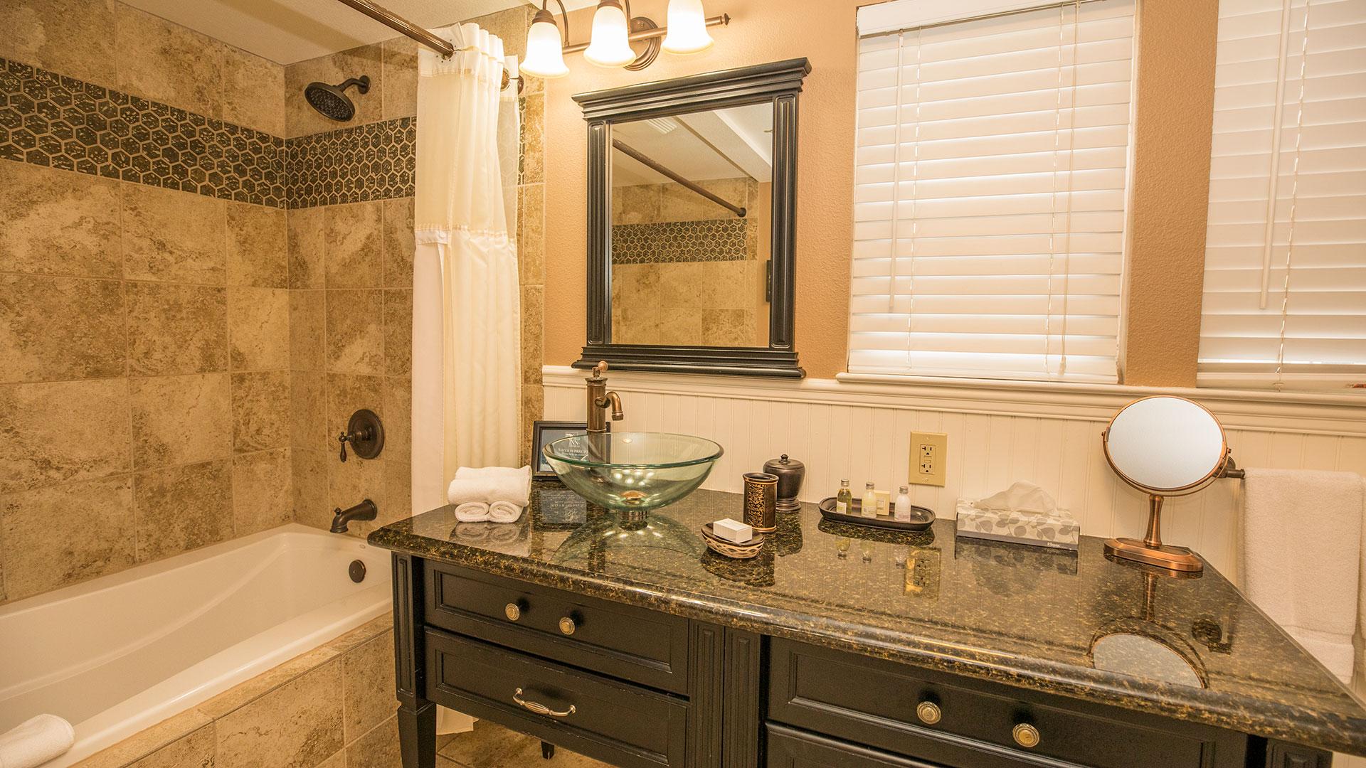 Montara Room Bathroom With Deep Soaking Tub